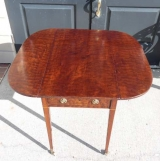 Early 19th Century Pembroke Table in Plum Pudding Mahogany