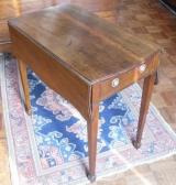 Hepplewhite Mahogany Pembroke Table with Spade feet